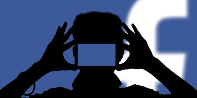 Wideorozmowy w Messenger Lite. Jak wykonać post 3D na Facebooku? Tagowanie w stories, Snapchat. Fake newsy na Twitterze. Blackberry kontra FB