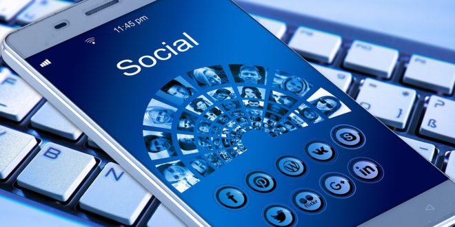 Samolot i płomień nowe reakcje na Facebooku. Facebook kolejna próba ingerencji w wybory WhatsAppa tryb wideo w 4 osoby. InfoWars