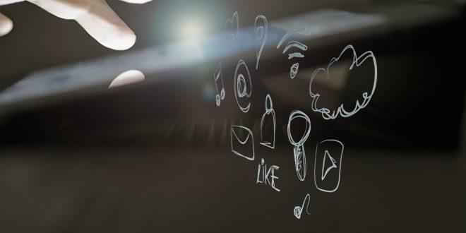 """Zmienia zasady świadczenia usług na Facebooku. Facebook z """"małym wyciekiem danych. Oferty pracy na Facebooku, czy warto publikować?"""