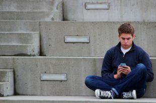 Media społecznościowe i ich wpływ na zdrowie nastolatków! off-Facebook Activity i dane pod kontrolą. Instagram walczy z fake newsami, jak dodać zdjęcie