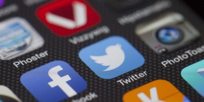 Facebook zakazuje używania emoji. Aplikacja Facebook rozpoznawania twarzy. Facebook, a prawa kobiet. Wydarzenie na LinkedIn krok po kroku