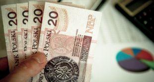 Podniesienia kwoty wolnej od podatku do 30 tys. zł! Wyższa pensja minimalna. Rząd przyjął projekt Mały ZUS Plus. ZUS i matki prowadzące firmy