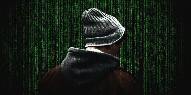 """Dobrze zaprojektowany system backupu. Oszustwo SMS """"na dopłatę"""" Hakerzy mogą podglądać mieszkanie przez kamerkę w… odkurzaczu"""