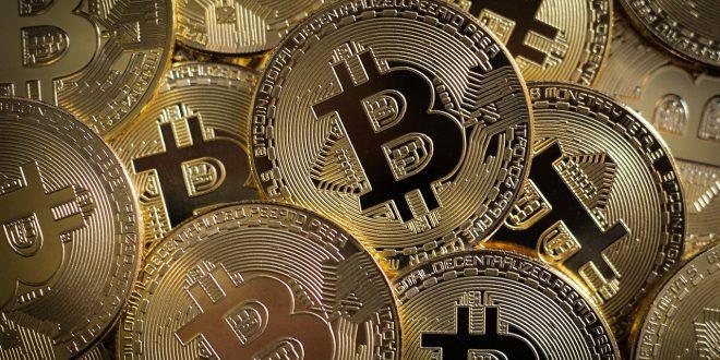 """Bitcoin odbija o ponad 50%! Bitcoin wzrośnie po halvingu do 70 tys. USD Sprzedaż BTC to zbrodnia! 1500 kubitów, by """"złamać"""" Bitcoina"""